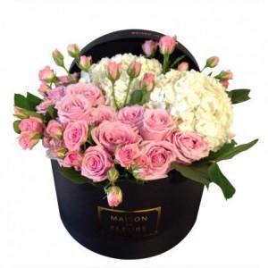 Букет из розовых роз, белые гортензии, Maison des Fleurs, цветы в коробке