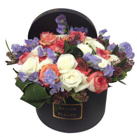 Букет роз с латирусами и аспидистрами в коробке