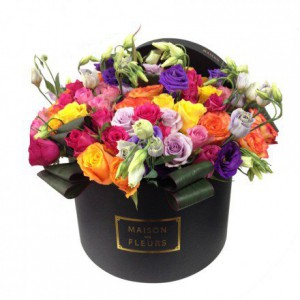 Букет разноцветных роз в коробке