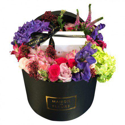 Букет из розовых и фуксиевых роз в коробке