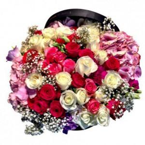 Букет из роз с гортензиями в коробке