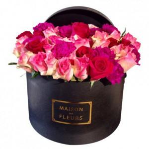 Букет роз с гвоздиками шабо в коробке