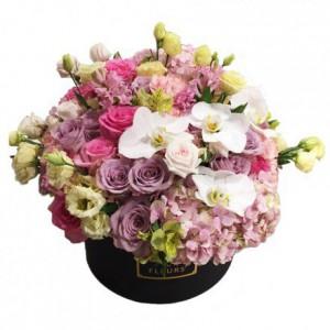 Букет из роз с гортензиями и орхидеями в коробке