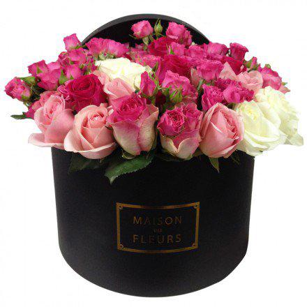 Букет из бело-розовых роз в коробке