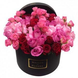 Букет из розовых и красных роз в коробке