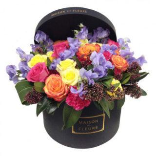 Желтые, оранжевые и фуксиевые Розы в коробке