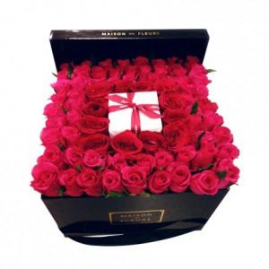 Букет из роз квадратом для подарка в коробке