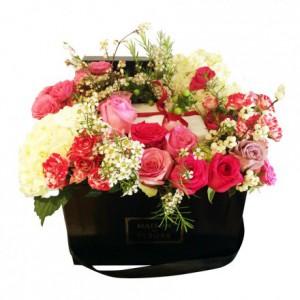 Букет роз с гортензиями и хамелауциумами в коробке