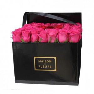 Букет роз фуксиевого цвета в коробке