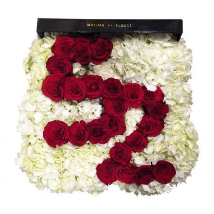 Букет с цифрами из красных роз в коробке