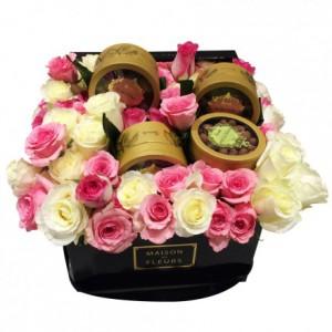 Букет роз с шоколадом в коробке