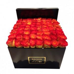 Букет с желто-красными розами в коробке