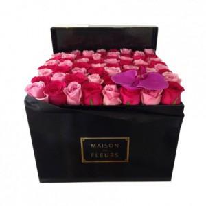 Букет из роз с пурпурной орхидеей в коробке