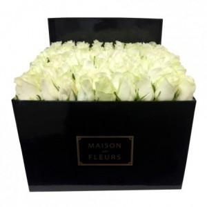 Букет белых роз в коробке