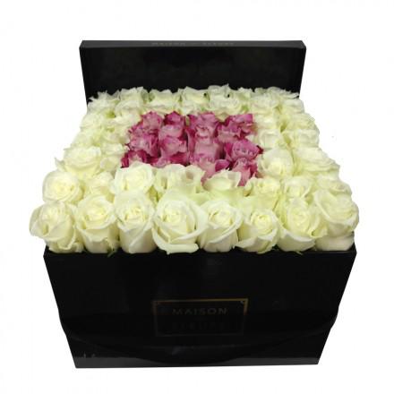 Букет из белых и пастельно-розовых роз в коробке