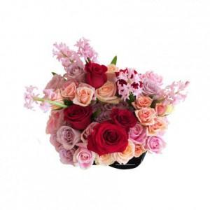 Букет из роз с гиацинтами в коробке