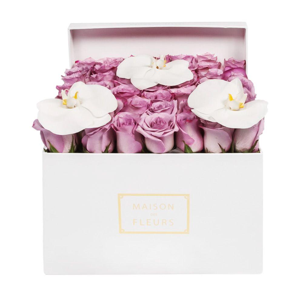 Фиолетовые розы с орхидеями
