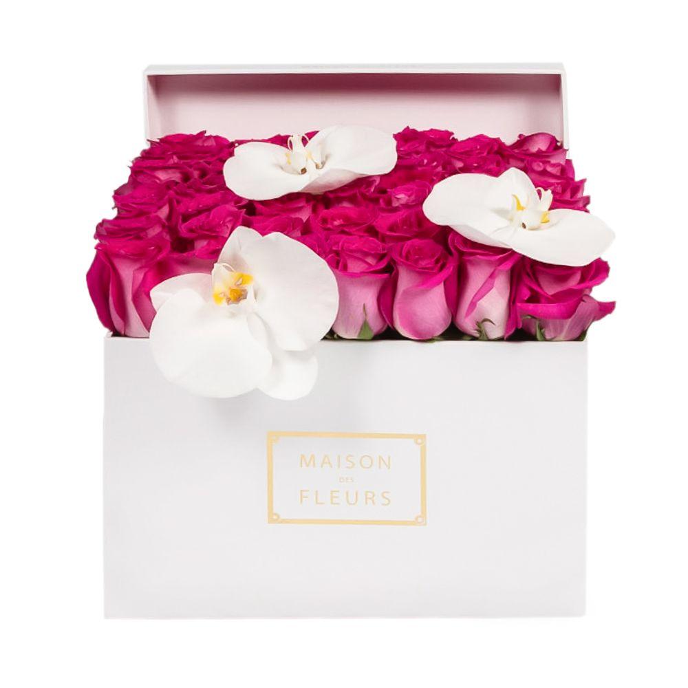 Фуксиевые розы с орхидеями