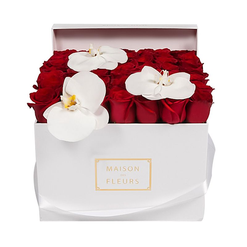 Красные розы с орхидеями