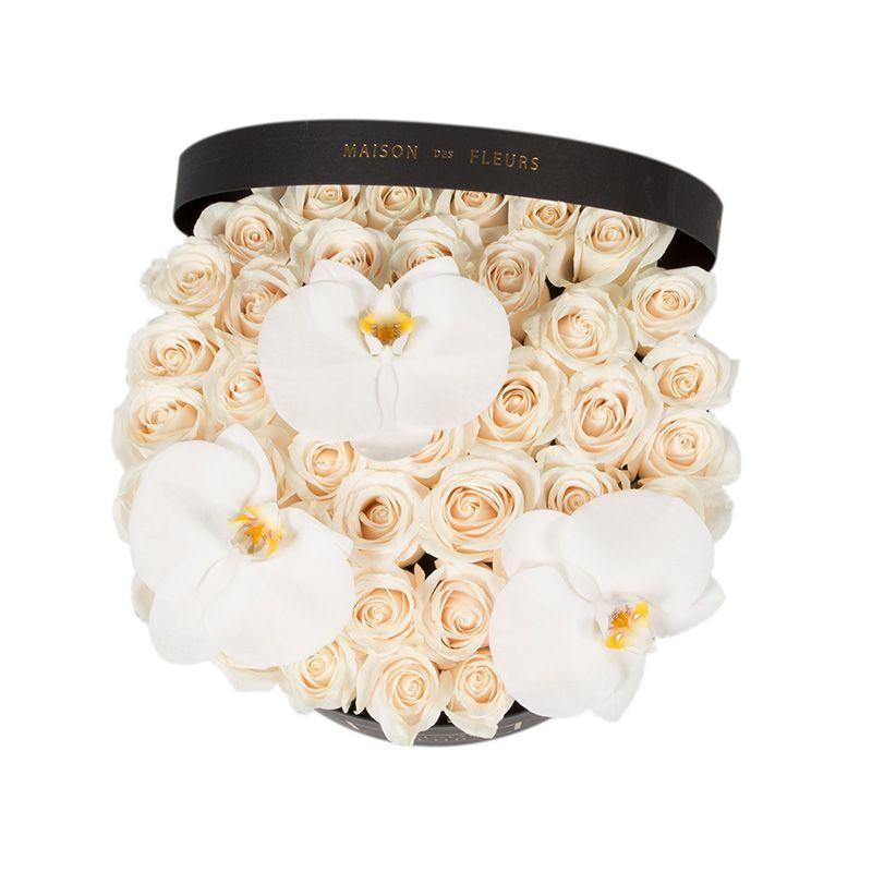 Кремовые розы с орхидеями