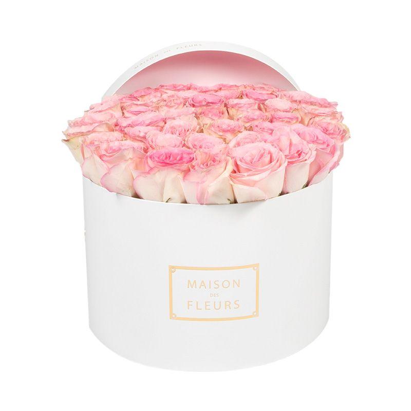 Нежно-розовые розы в коробке