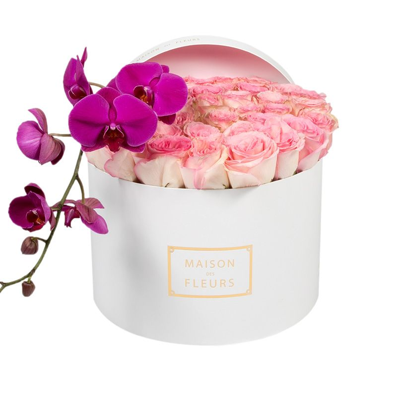 Нежно-розовые розы с фиолетовой орхидеей в круглой коробке