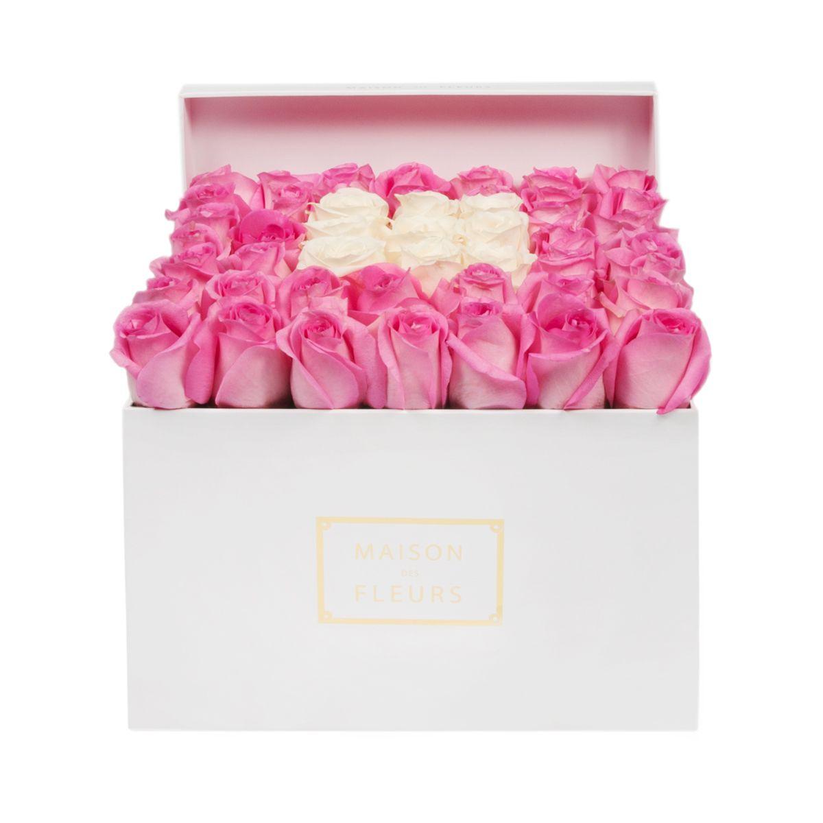 Розовые розы с квадратом из кремовых роз
