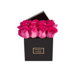 Фуксиевые розы в коробке