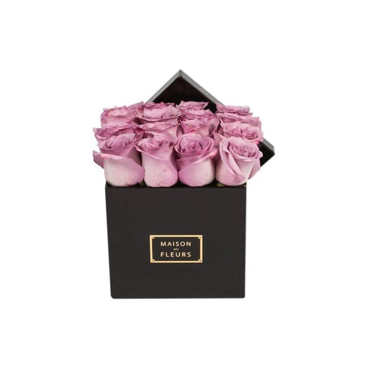 Фиолетовые розы в коробке