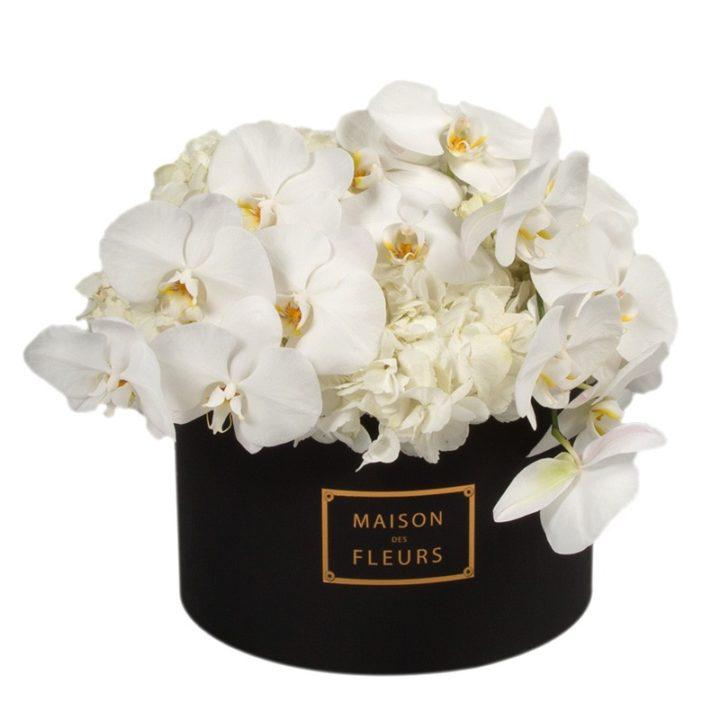 Белые гортензии с орхидеями