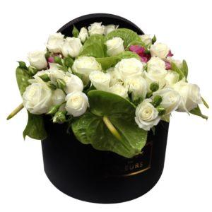 Белые кустовые розы, белые розы Maison des Fleurs