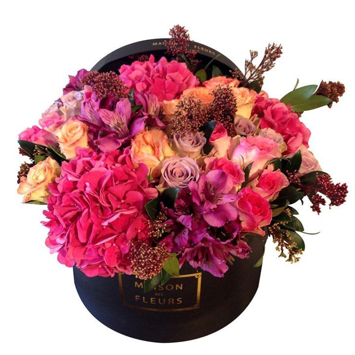 Персиковыеи розовые розы с гортензиями Maison des Fleurs
