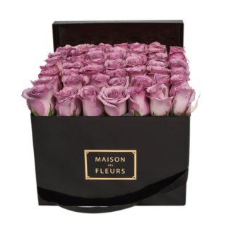 Фиолетовые розы Maison des Fleurs