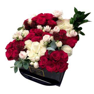 Красные и белые розы в квадратной коробке, Maison des Fleurs, гортензия
