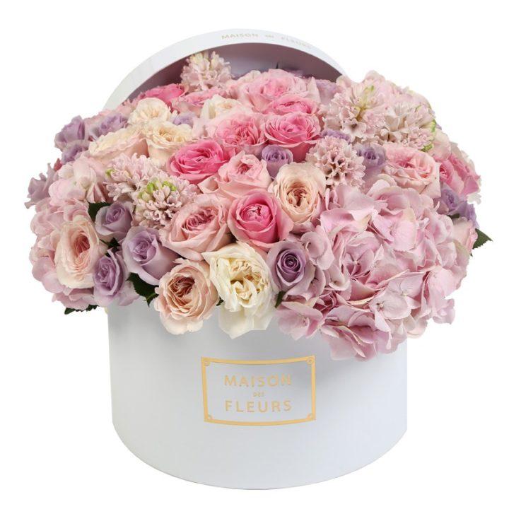 Кремовые и фиолетовые розы Maison des Fleurs, Гортензия