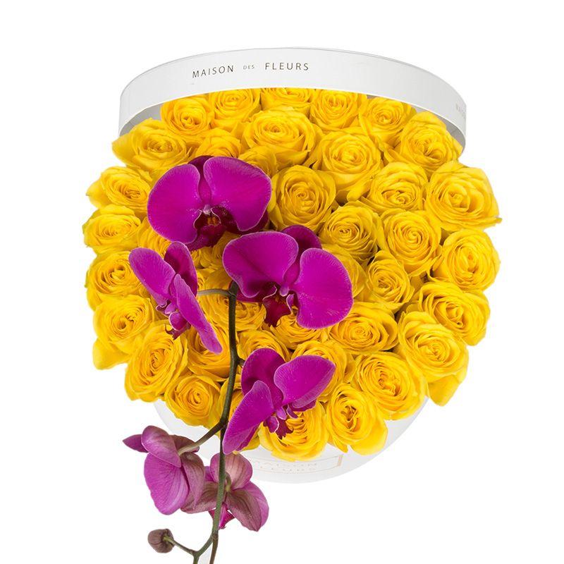 Желтые розы с фиолетовой орхидеей